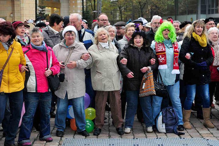 Hunderte Schaulustige verfolgten auf dem Chemnitzer Markt den Auftakt der Faschingssaison.