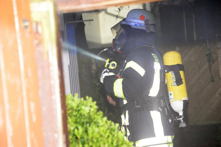 Die Einsatzkräfte trugen Atemluftgeräte.