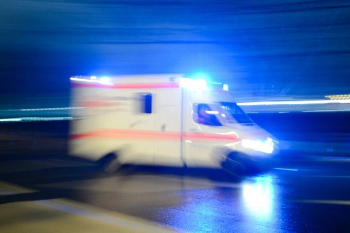 Der Mann kam mit Kopfverletzungen in ein Krankenhaus. (Symbolbild)