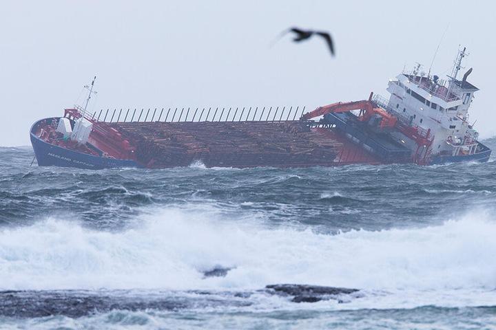 """Der Frachter """"Hagland Captain"""" ist mit Maschinenschaden im selben Bereich wie das Kreuzfahrtschiff """"Viking Sky"""" in Seenot geraten. Der Frachter war auf dem Weg zur """"Viking Sky"""", um zu helfen."""