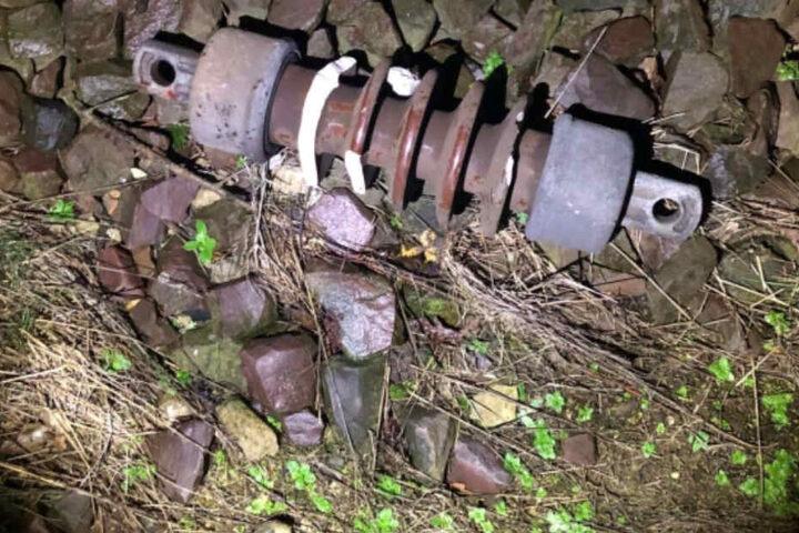 Mit Steinen, Brettern und anderen Gegenständen wurde geworfen.