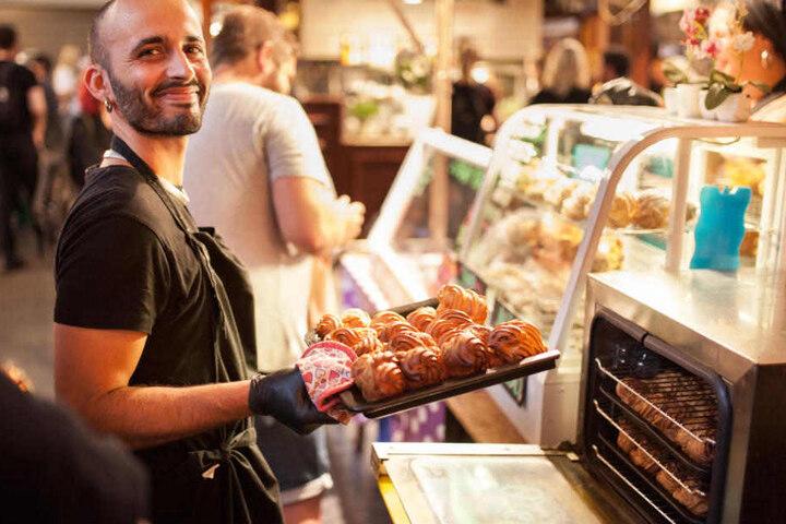 Auf dem Berliner Naschmarkt werden am Sonntag kulinarische Köstlichkeiten passend zu Ostern angeboten.