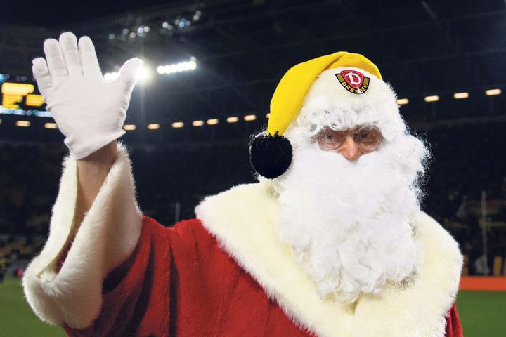 Das Beweisfoto: Sogar der Weihnachtsmann ist Dynamo-Fan...