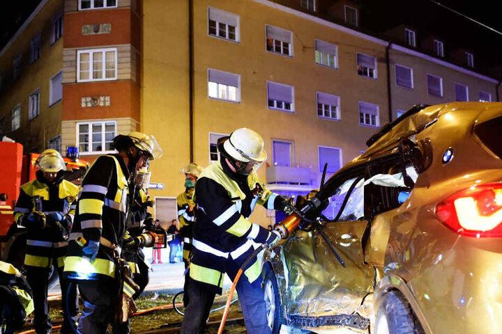 Die Feuerwehr entfernte die Fahrertür.
