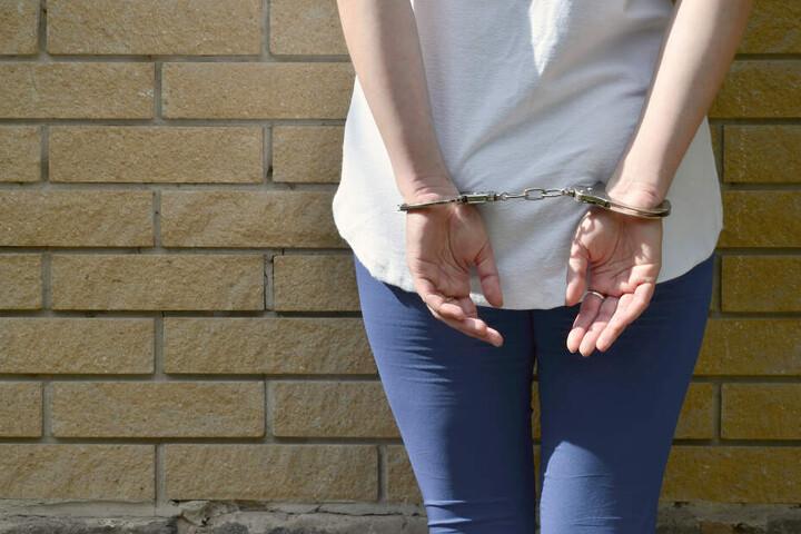 Die Frau wollte nur geringwertige Sachen klauen, jetzt sitzt sie trotzdem in Haft.
