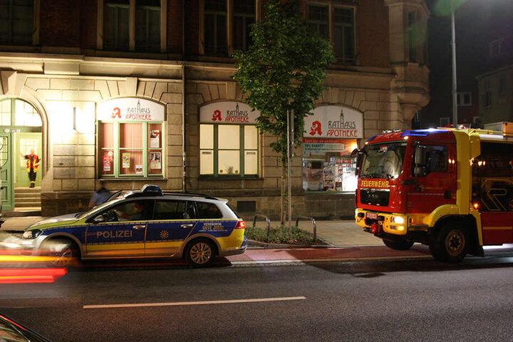 Polizei, Feuerwehr und Apotheken-Mitarbeiter kümmerten sich um das Schlimmste, nun muss eine Fachfirma ans Werk.