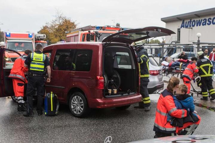 Der Rollstuhlfahrer kam ins Krankenhaus, die anderen Insassen blieben unverletzt.