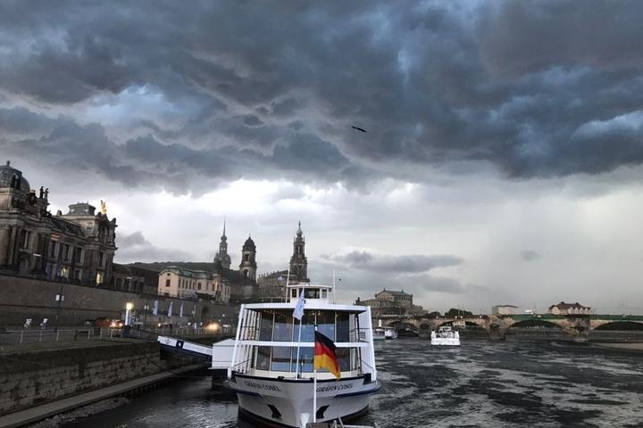 Auch Dresden wurde vom Unwetter heimgesucht. Hier ein Blick auf die dunklen Wolken über der Altstadt