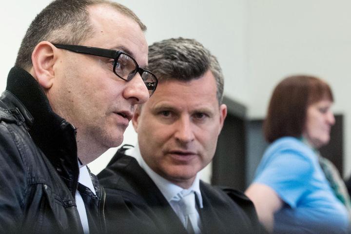 Auf der Anklagebank: Wilfried W. (l.), sein Anwalt Detlev Binder und die Angeklagte Angelika W..