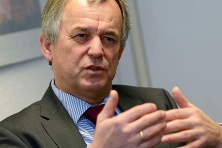 Frankfurts Polizeipräsident Gerhard Bereswill hat die Ermittlungen zur Chefsache erklärt.