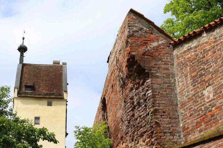 Der Zahn der Zeit hat an dem mittelalterlichen Bauwerk ordentlich genagt.