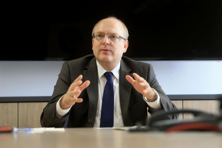 Herr des Geldes: Kämmerer Sven Schulze (45, SPD) will im Dezember den Zweijahreshaushalt unter Dach und Fach haben.