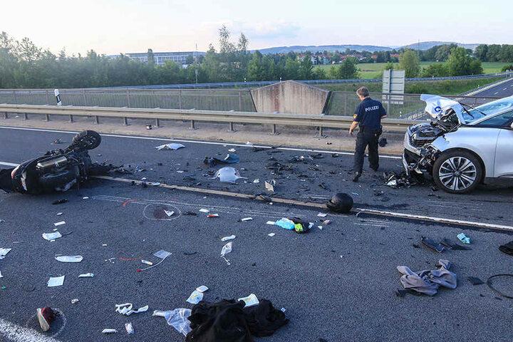 Die Unfallstelle gleichte einem Trümmerfeld.