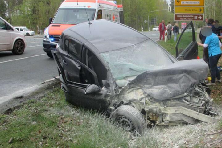 Die 24-jährige Fahrerin dieses Autos wurde lebensbedrohlich verletzt.