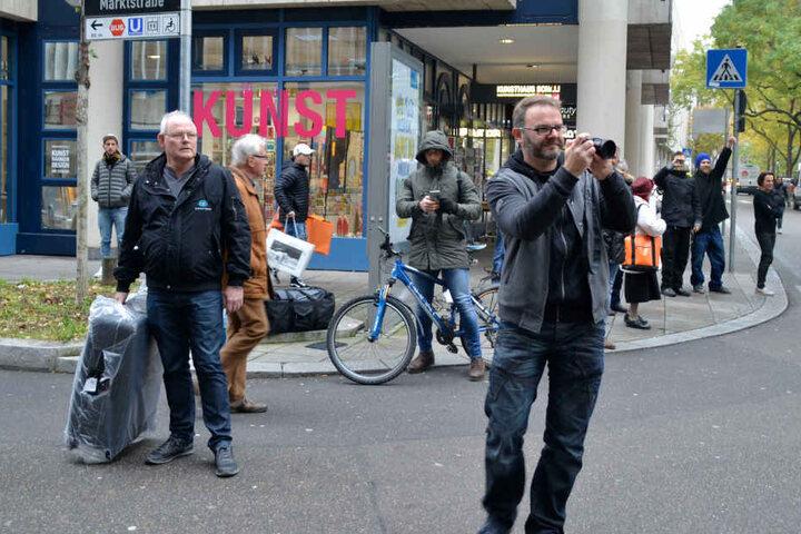 Die Aktion sorgte für Aufsehen. Fotoapparate und Handys wurden gezückt.