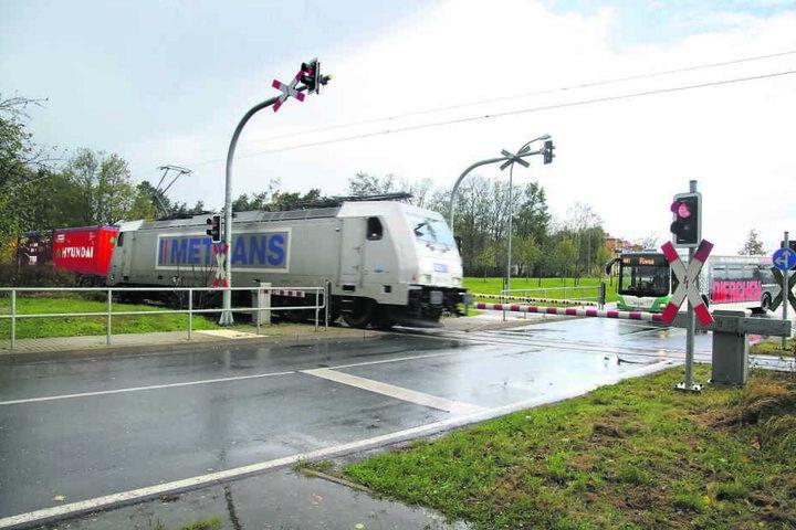 An diesem Bahnübergang verlor der Radler sein Leben.
