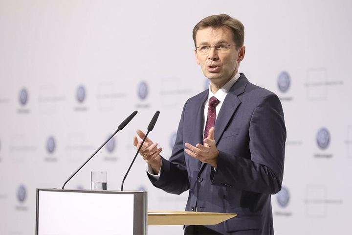 """Frank Welsch (52), VW-Vorstand für den Bereich Entwicklung: """"Hier brechen Volkswagen, Dresden und Sachsen gemeinsam in die Zukunft der Mobilität auf."""""""