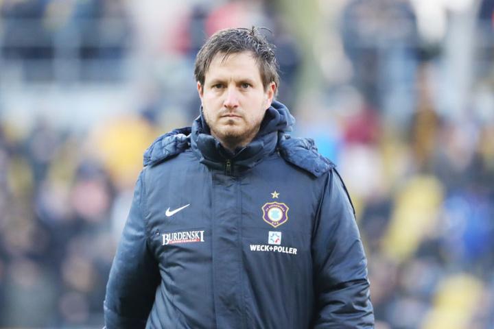 Aue-Coach Hannes Drews muss seine erste kleine Krise bewältigen.