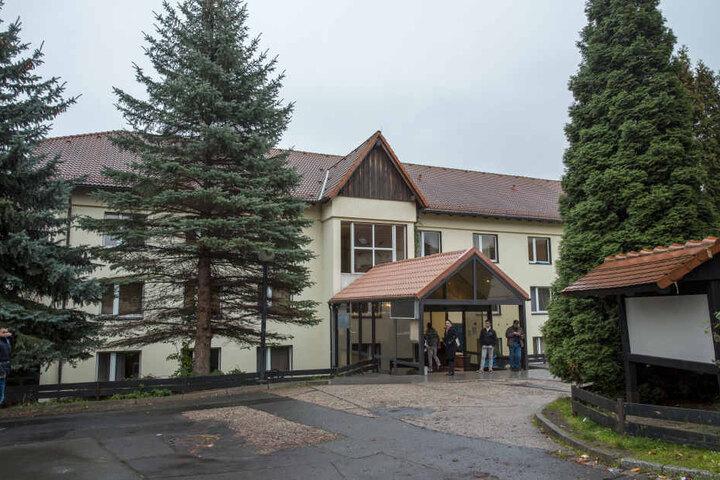Umstritten, aber auch geliebt: Das Hotel Leonardo in Freital war Schauplatz von rechten Protesten. Einige Asylbewerber wären am Ende gern geblieben.