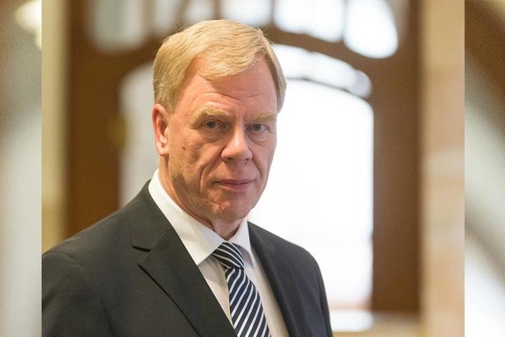 """Lässt schon mal """"vorfeiern"""": Finanzminister Georg Unland lädt am 23. August zur """"Bauabschlussfeier""""."""