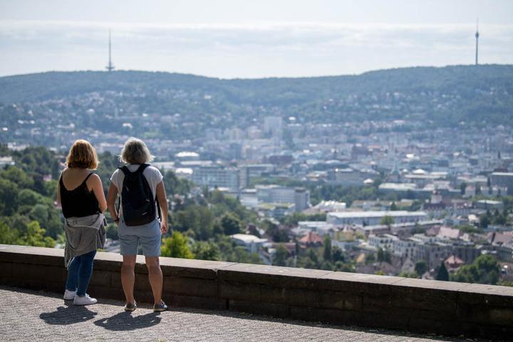 Ein Blick in den Stuttgarter Kessel. Auch zur Landeshauptstadt zieht es mehr und mehr Menschen.