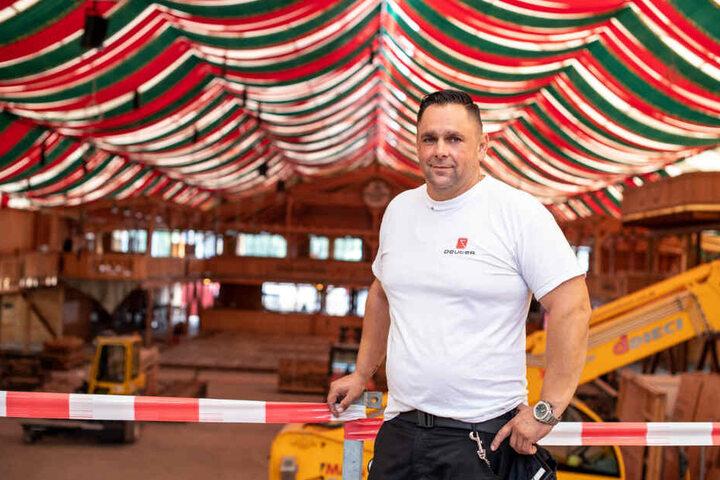Silvio Döllinger, Projektleiter beim Aufbau von vier Zelten auf den Cannstatter Wasen.