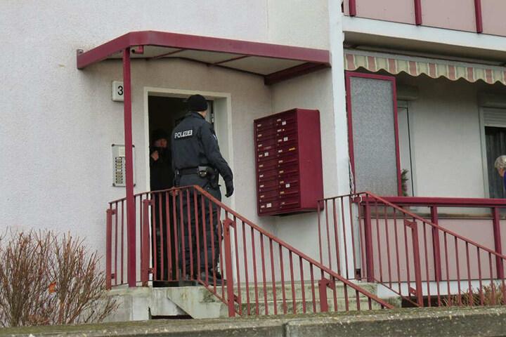 Die Polizisten aus Dresden befragten Anwohner und durchsuchten die Keller der Verdächtigen.
