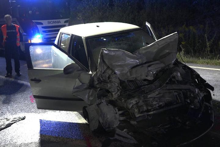 Das Ehepaar in dem entgegenkommenden Skoda wurde schwer verletzt.