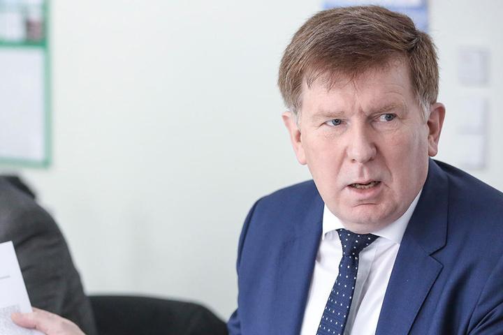 Umweltstaatssekretär Dr. Fank Pfeil (57)
