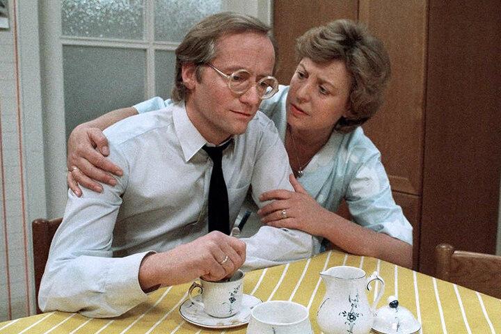 """1985: Diese Filmszene der """"Lindenstraße"""" zeigt Helga Beimer, gespielt von Marie-Luise Marjan, mit ihrem ersten Mann Hans, gespielt von Joachim Hermann Luger."""