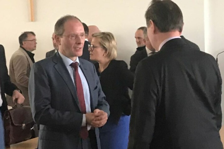 Vier neue Minister: Regierungschef stellt sein Kabinett vor