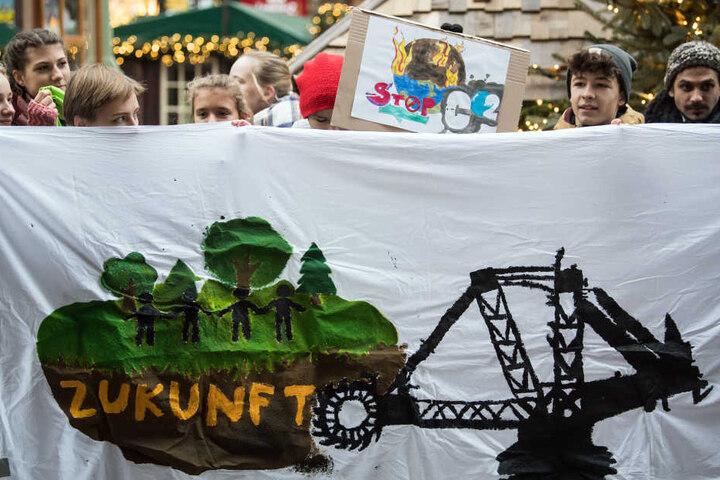 Unter anderem in Berlin, Göttingen, Kiel und Köln hatten Schüler über Facebook und Twitter zu Protesten für das Klima aufgerufen, anstatt zur Schule zu gehen.