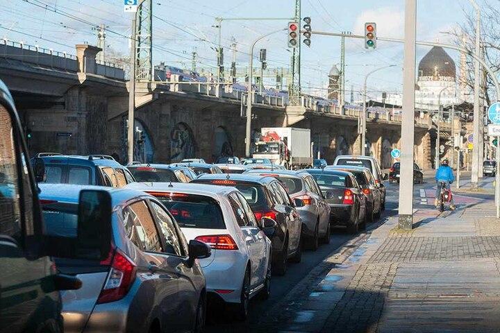 Entlang von Könneritz- und Ammonstraße werden hohe Schadstoffwerte gemessen. Die Stadt will den Verkehrsfluss verbessern.