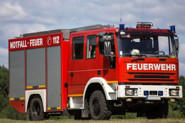 Die Feuerwehr rückte mit einem Löschfahrzeug an. (Symbolbild).