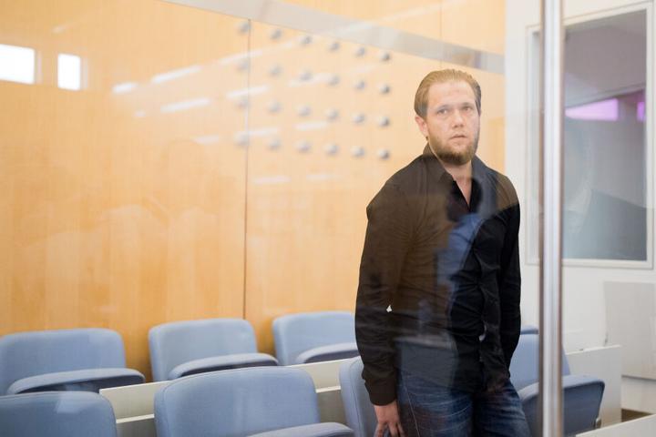 Sven L. bei der Gerichtsverhandlung im Hochsicherheitstrakt des Oberlandesgerichts in Düsseldorf 2017.