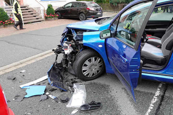 Der Peugeot war aus ungeklärter Ursache mit einem Skoda zusammengestoßen.