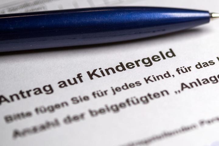 Die Opposition im Berliner Bundestag kristisiert das Milliardenpaket für Familien scharf. (Symbolbild)