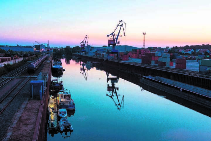 Der Eisenbahn-Umschlag im Hafen Riesa legte zweistellig zu.