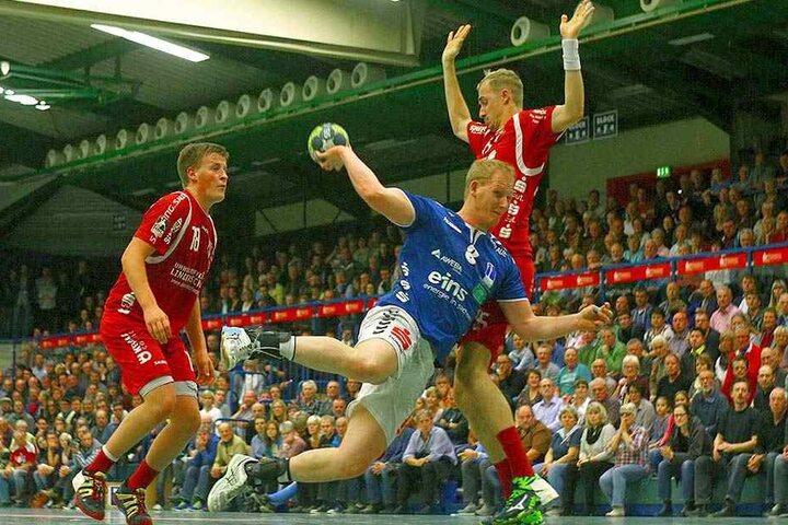 Bengt Bornhorn versucht es mit einem Torwurf.