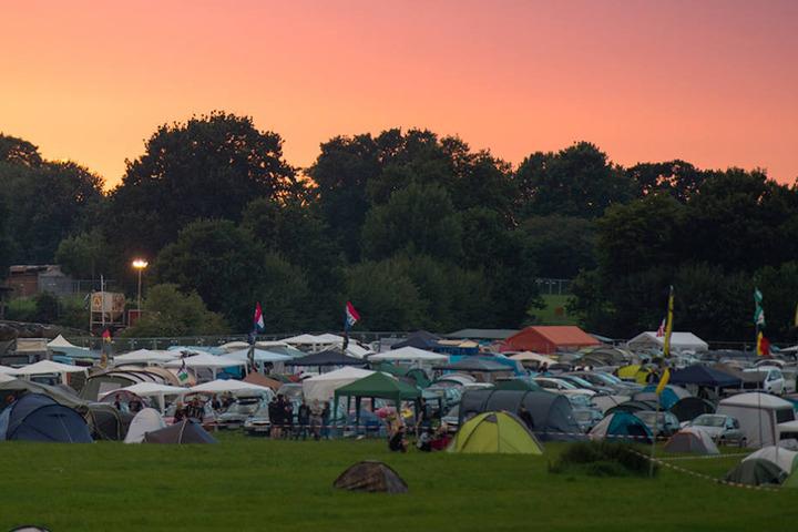 In der Nacht bekam der genervte Festivalbesucher offensichtlich nicht genug Schönheitsschlaf.