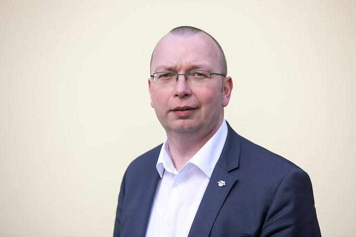 Bürgermeister René Vetter (42, parteilos) freut sich über den kaum noch erhofften Geldsegen.
