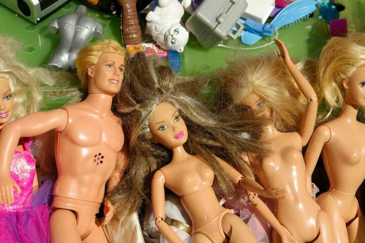 Nicht nur Kinderspielzeug, auch Kleindung für Jung und Alt wird auf dem Detmolder Flohmarkt angeboten.