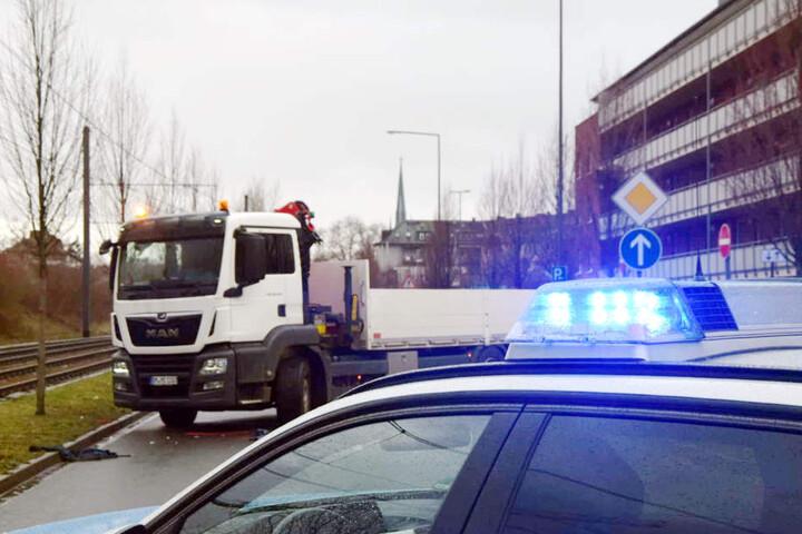 Ein Aufnahmeteam der Polizei will nun den genauen Hergang des Unfalls ermitteln.