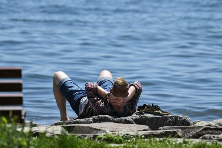 Viel frische Luft und Sonne sowie eine gesunde Ernährung tragen dazu bei, dass Du den Sommer ohne Erkältung genießen kannst.