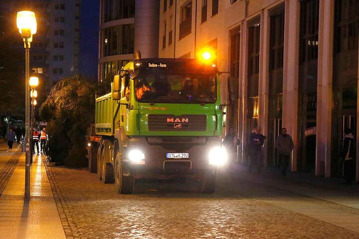 Durch diese enge Gasse muss er kommen: Die Innere Klosterstraße ist der einzige Weg für den Weihnachtsbaum in die City.