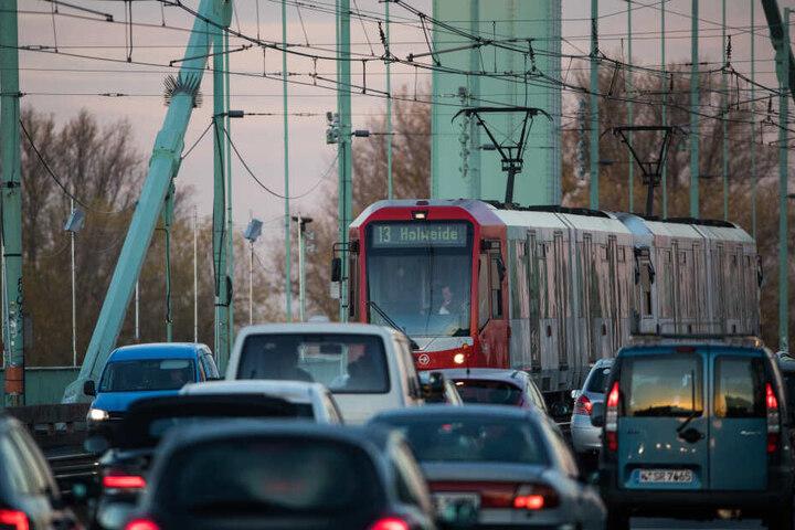 Aufgrund der Einschränkungen müssen Autofahrer wohl mit noch mehr Stau im Bereich der Mülheimer Brücke rechnen.