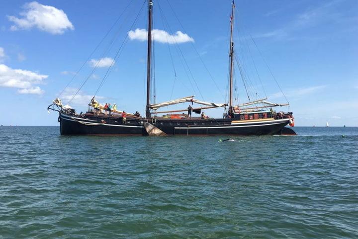 """Mit dem Schiff """"Ideal"""" schippert das Team der """"Inselmänner"""" durch die Nordsee."""