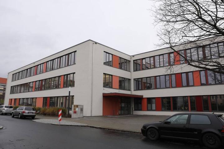 Der Angriff ereignete sich an der Grundschule an der Micktner Straße.