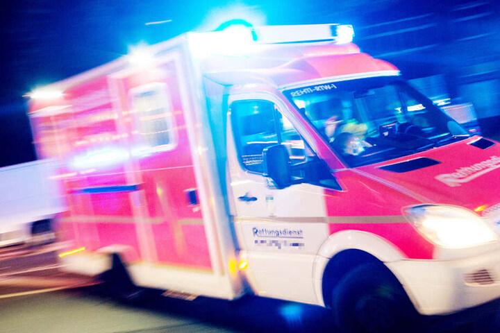 Die verletzte 19-Jährige wurde auf dem schnellsten Weg in eine Klinik gebracht, doch es war zu spät (Symbolbild).