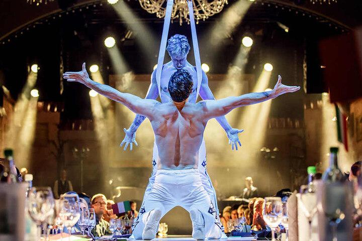 Dieses Duo zeigt atemberaubende Akrobatik.